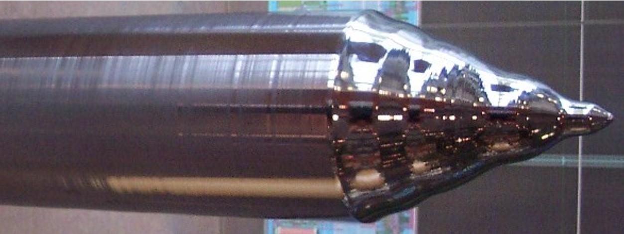 Figura 2: Lingote de silício monocristalino produzido pelo processo de Czochralski (CZ). Fonte: Wikipedia