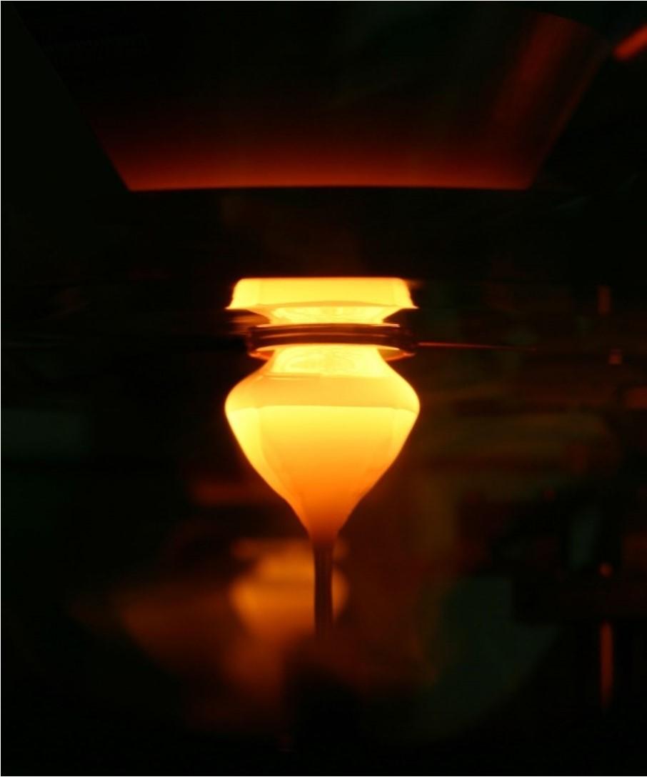Figura 3: Processo Floating Zone (FZ) de fabricação do silício monocristalino. Fonte: Wikipedia