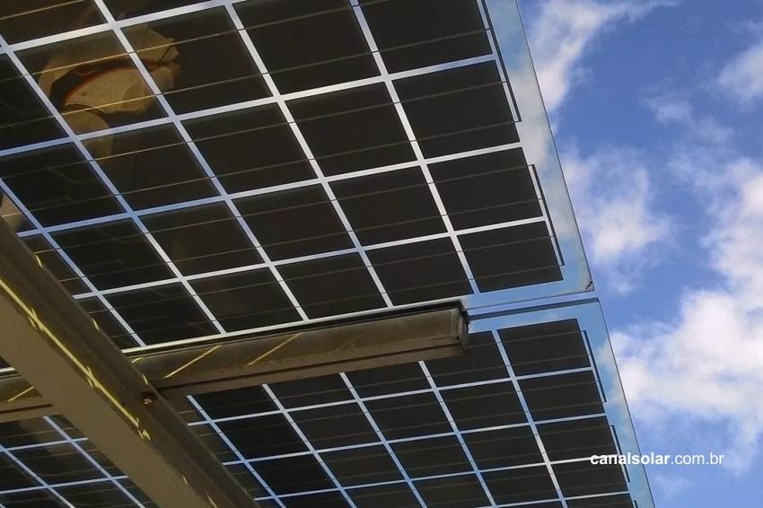 Entenda os módulos solares bifaciais