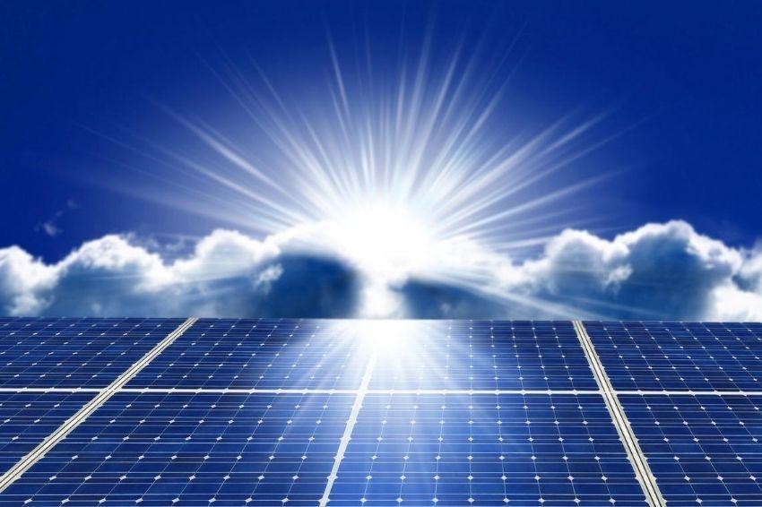 Energia solar está se tornando cada vez mais acessível, aponta CEO da ABSOLAR