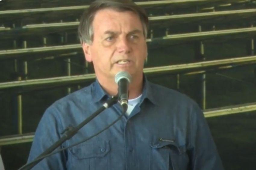 """""""O Sol não será taxado"""", diz Bolsonaro em inauguração de usina solar urbana"""