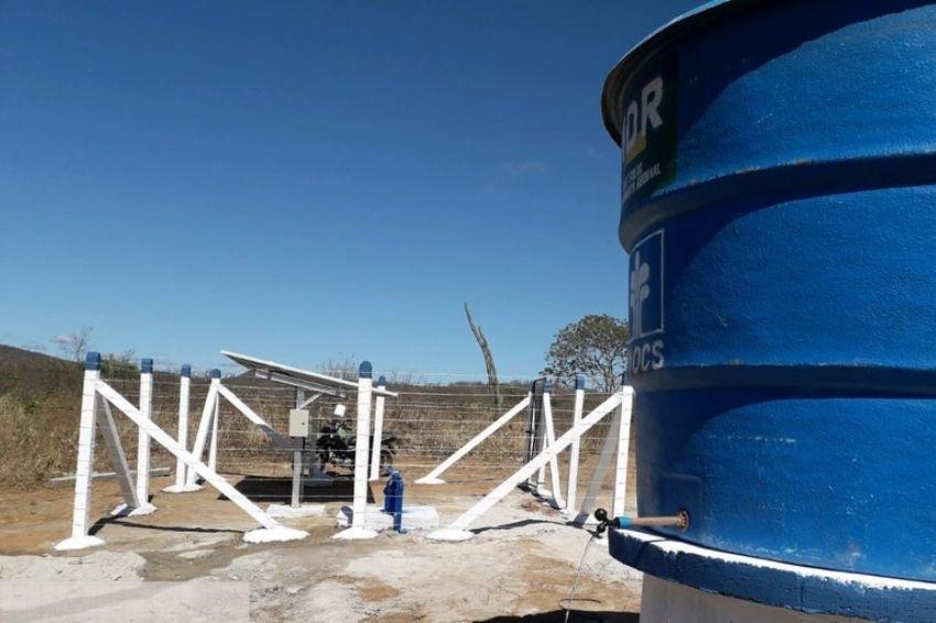 Energia solar é usada em poços artesianos para ajudar na seca do Nordeste