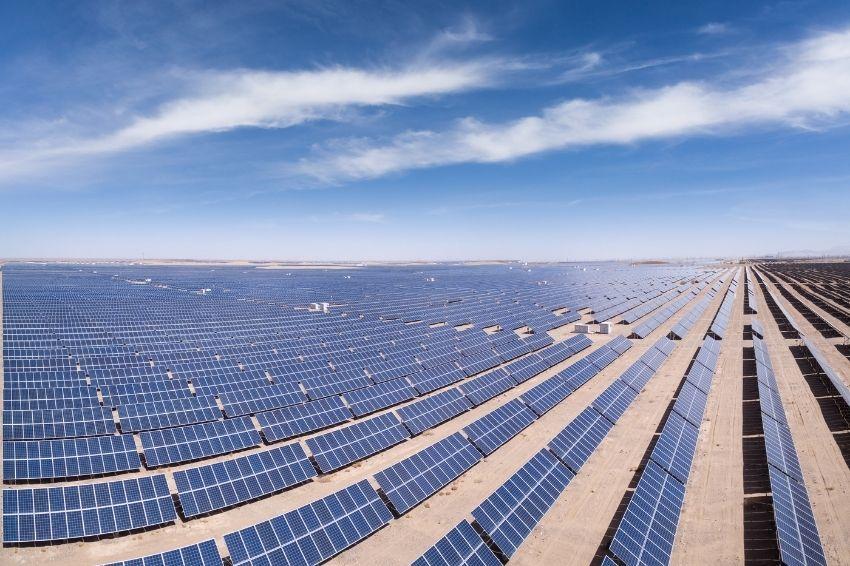 Energia solar atraiu cerca de US$ 150 bi em investimentos no mundo em 2020