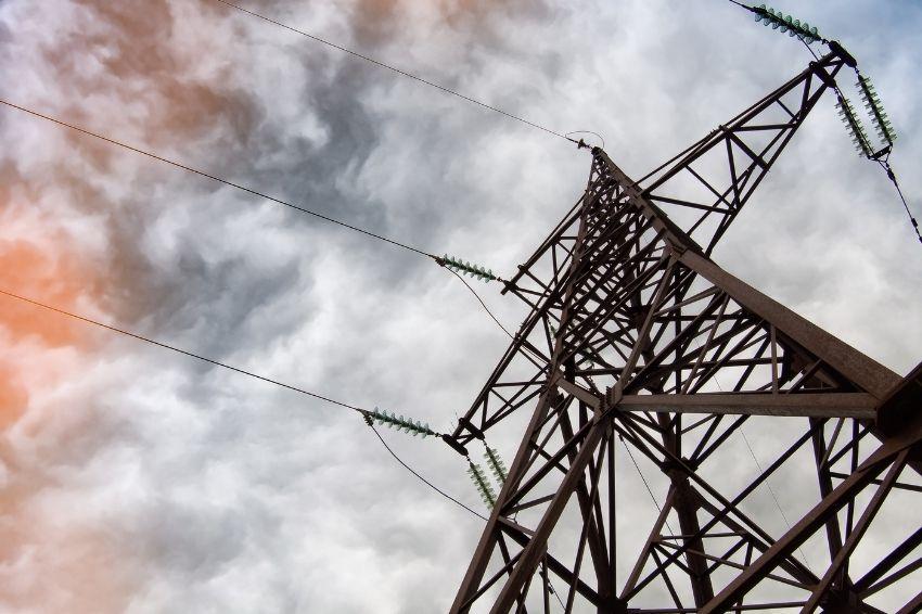 Após mudanças na Petrobras, governo mira tarifas de energia elétrica