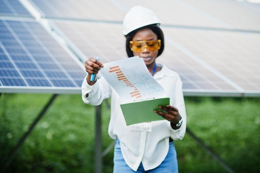 A expansão da presença feminina no mercado fotovoltaico brasileiro