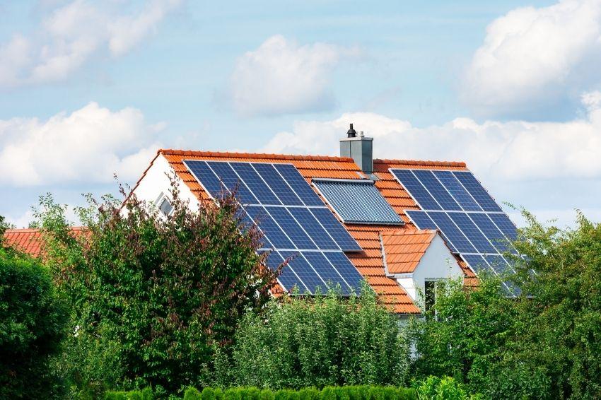 40% da energia solar gerada no Brasil vem de sistemas residenciais