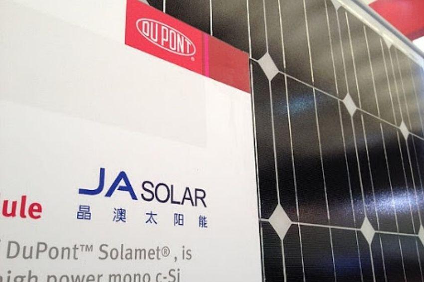 JA Solar estabelece novo recorde trimestral em remessas de painéis