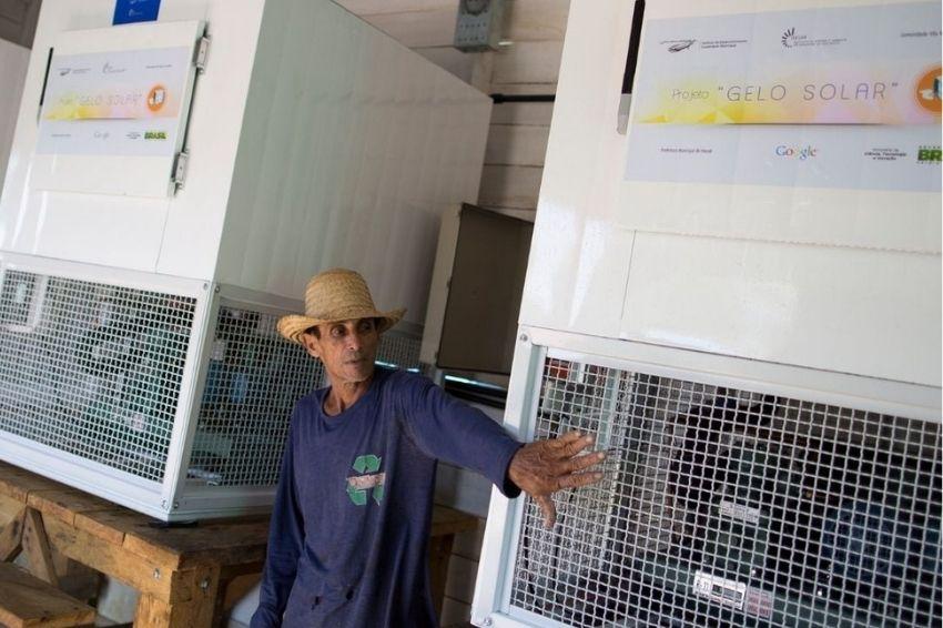 Máquina de gelo movida a solar beneficia comunidades da Amazônia