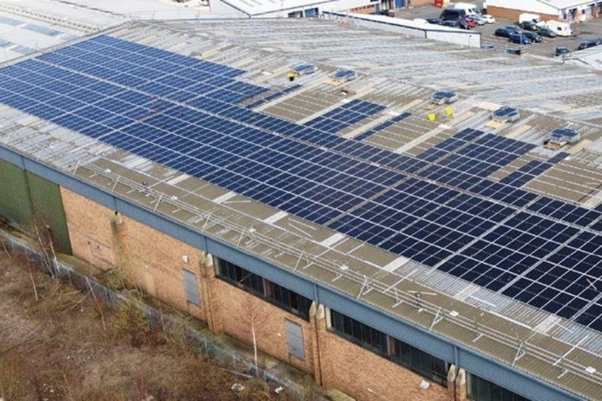 Fabricante de plásticos aposta em energia solar para redução de carbono