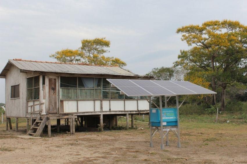 Moradora do Pantanal ganha sistema fotovoltaico com baterias