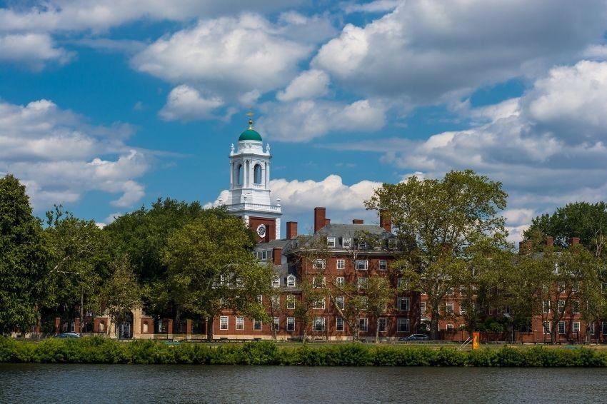 Harvard anuncia fim dos investimentos em combustíveis fósseis