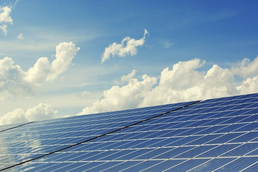 CEI firma acordo com grupo do Catar para impulsionar a solar no Brasil