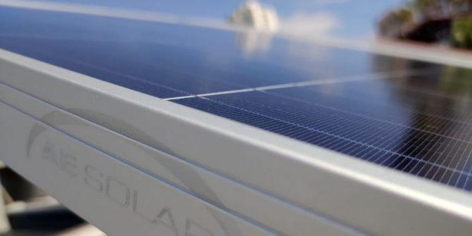 AE Solar firma parceria com distribuidora brasileira Helte Solarto
