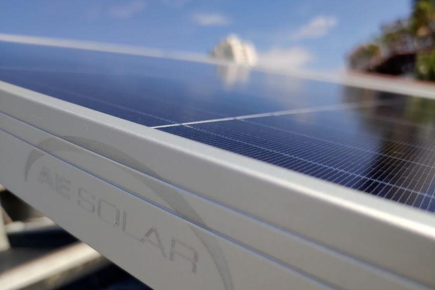 AE Solar firma parceria com distribuidora brasileira Helte Solar